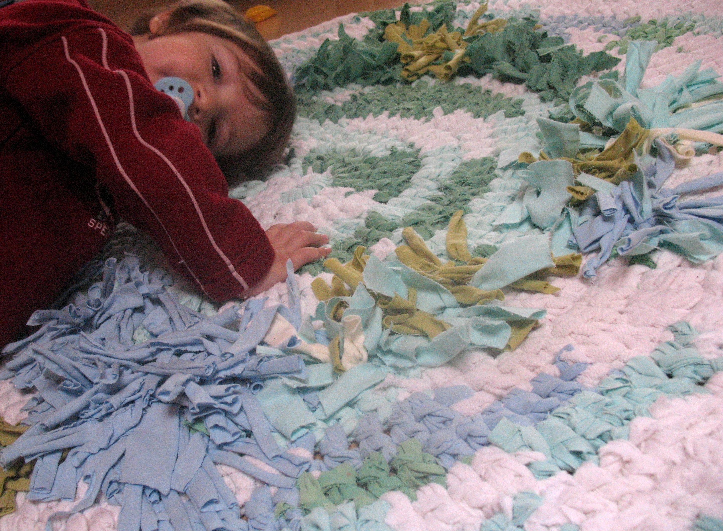 teppiche aus recycelten stoffresten teppich art. Black Bedroom Furniture Sets. Home Design Ideas