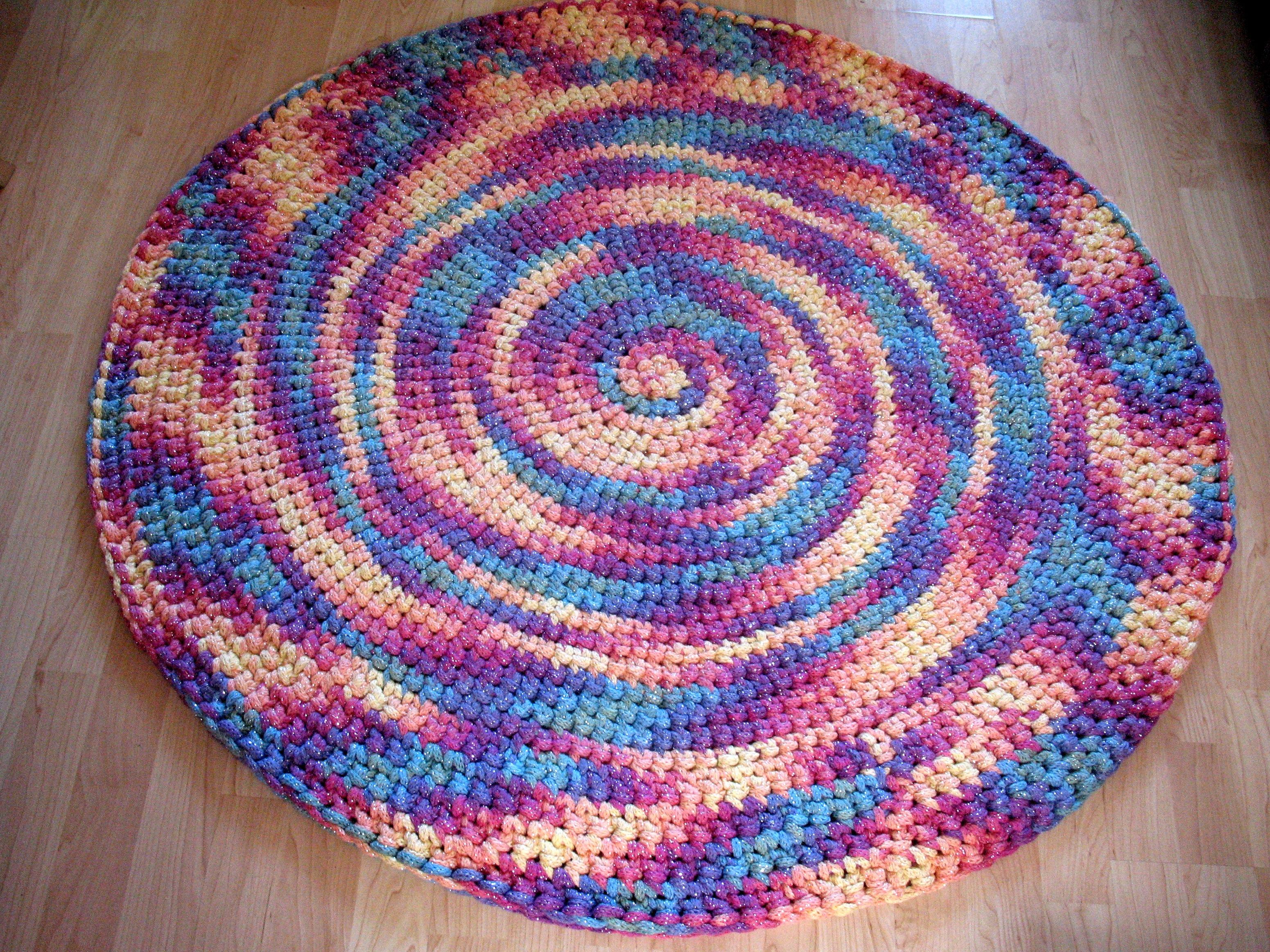 Teppich aus verstrickten Strängen  TeppichArt