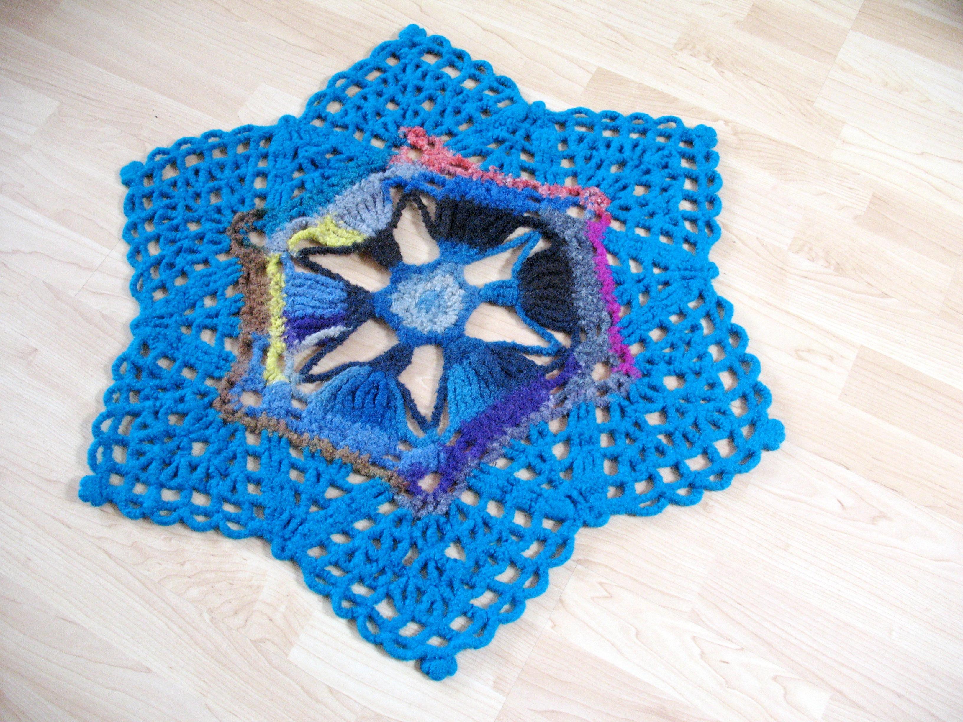 lacy felted rug das verfilzte spitzendeckchen teppich art. Black Bedroom Furniture Sets. Home Design Ideas